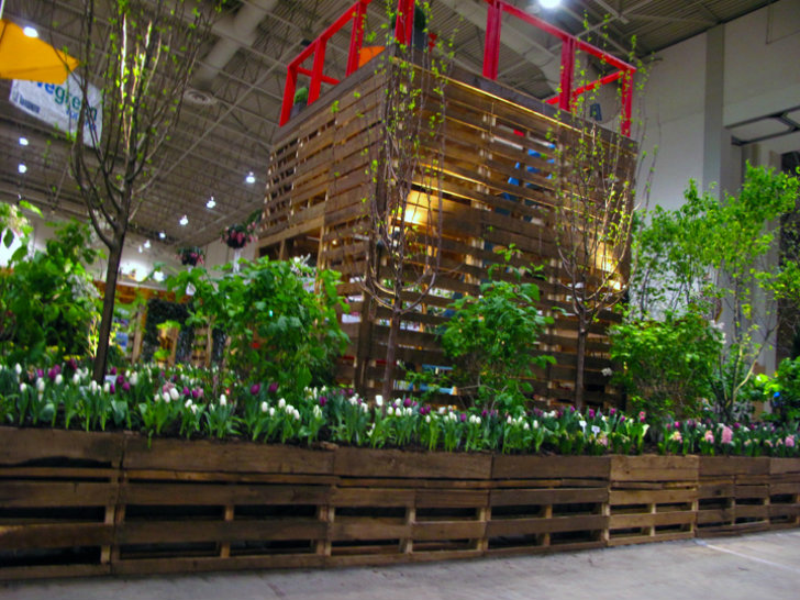 Huge pallet garden made by inhabitate